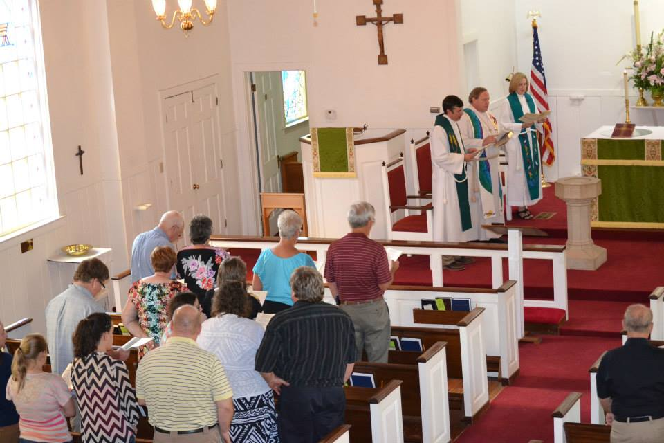 photo of worship at Common Grace Chapel in Stephenville